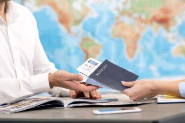Documentos impresos esenciales para una agencia de viajes